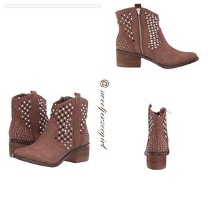Steve Madden Tan Studded Ankle Booties